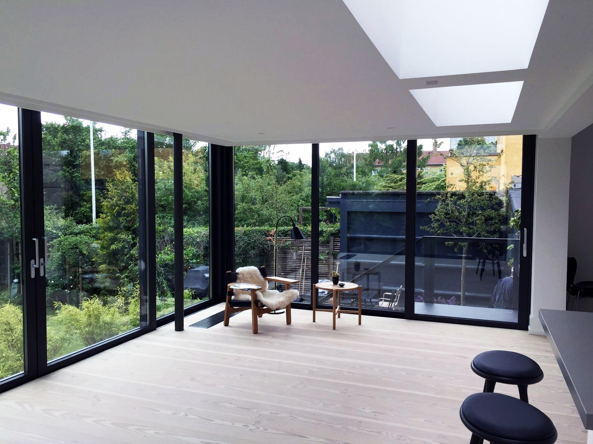 Udestue i glas og aluminium. Niels Juel Pedersen A/S