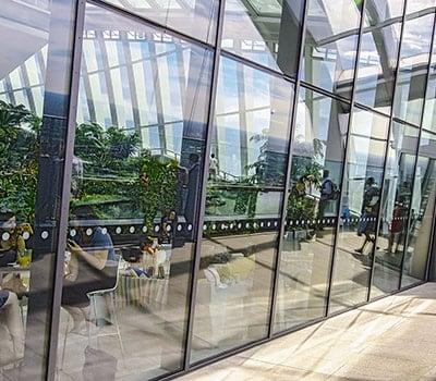 Eks. på solafskærmning til vinduer i glastag fra njpglas.dk i Næstved