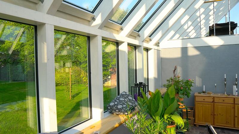 Tilbygning i Næstved med solafskærmning til vinduer. njpglas.dk