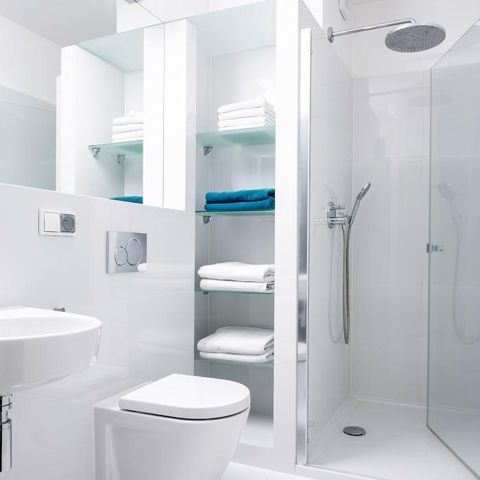 Glashylder badeværelse fra Niels Juel Pedersen - Næstved